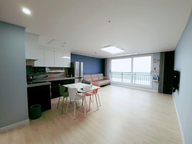 평점 4.9점 콘도형 호텔 (31평형) - 5성급 침구류 - 가족, 단체 적합 (903호)