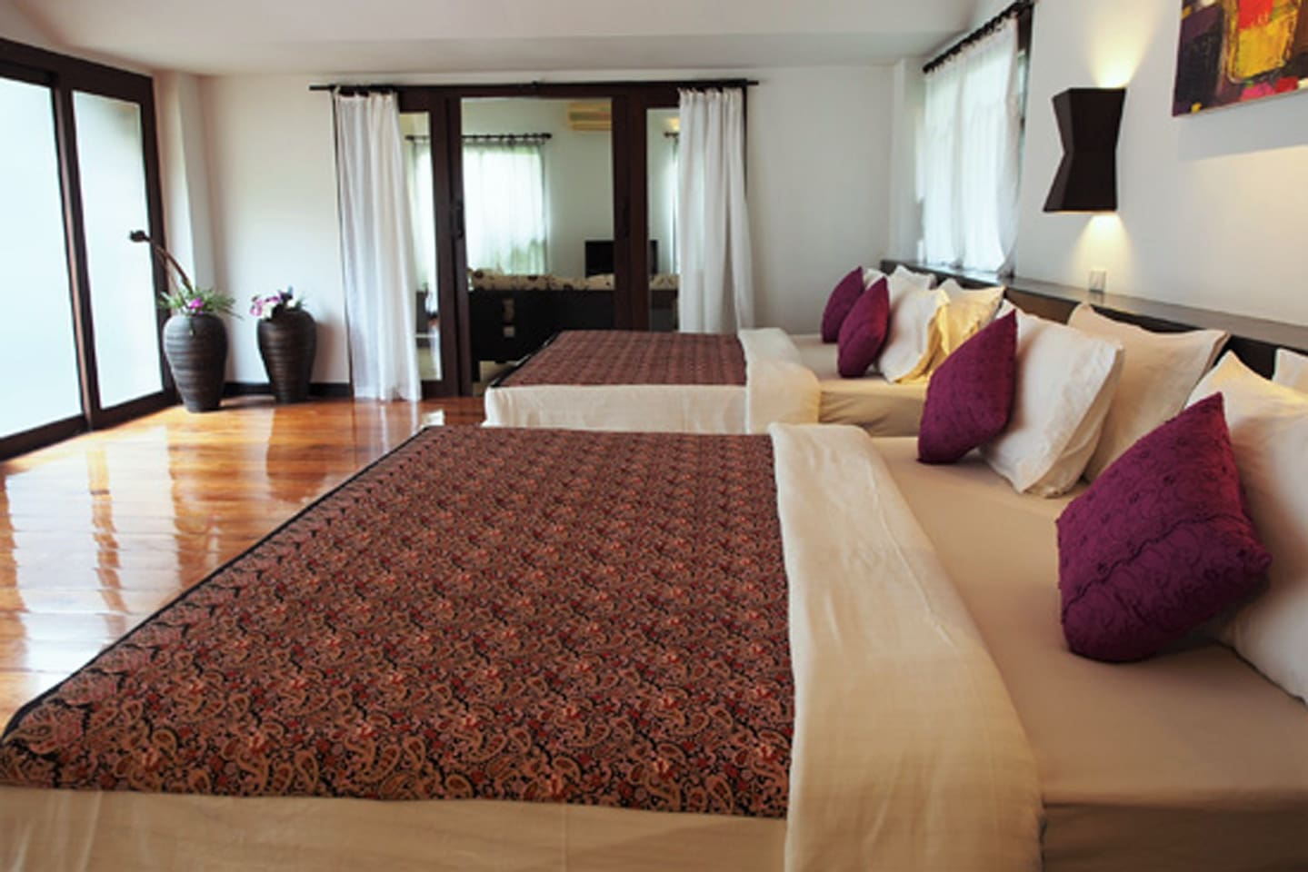 1 Large bedrooms suite for 4 pax