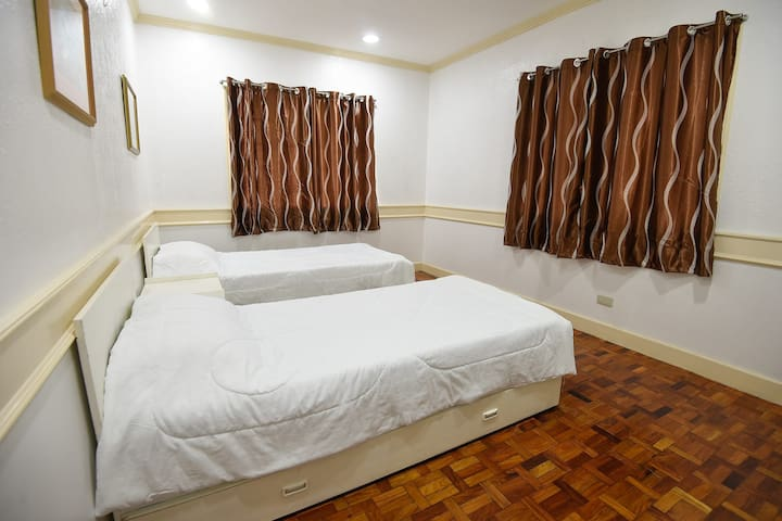Room 2 Green Valley Vacation Home Baguio City