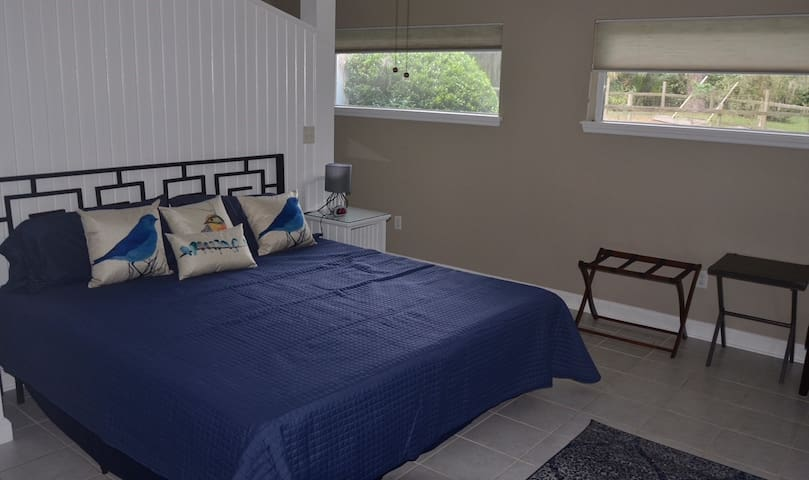 Master Suite with Private Lanai near UF