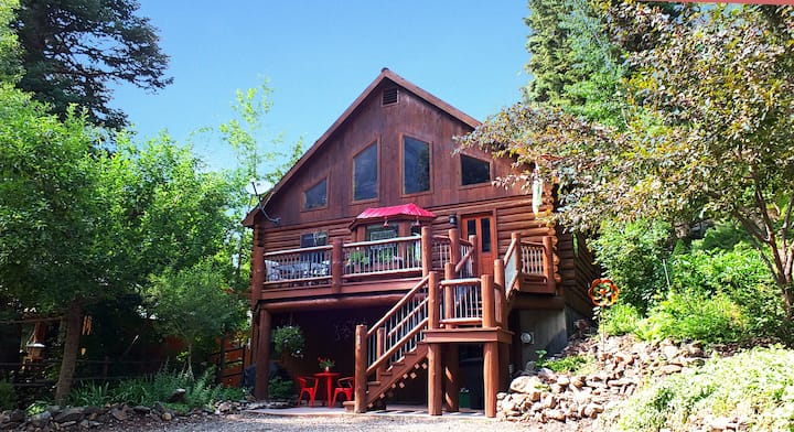 Beautiful Log Home - Close to Downtown Ouray -  Great Deck