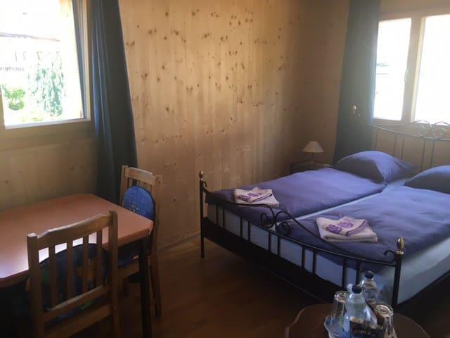 Blue Room mit Doppelbett