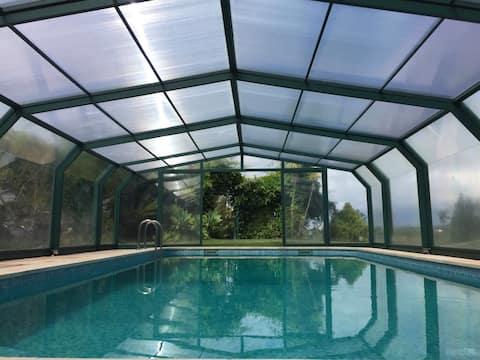 Luxury garden villa, pool, great views, near beach