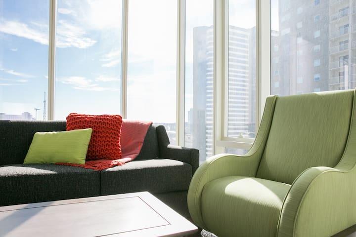 Contemporary One Bedroom Balcony at 505