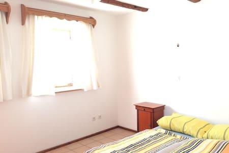 Kleines Apartment im Bauernhäuschen - Mnichov