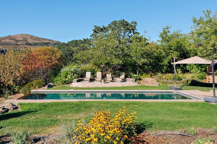 NEW! Luxe 10-Acre Villa w/ Infinity Pool in Napa!