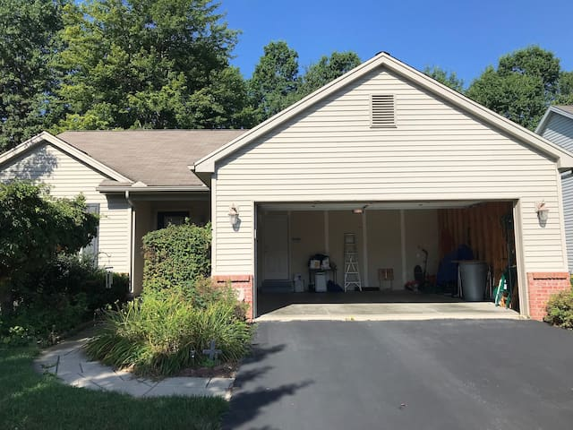 1 Bedroom and adjacent bath in Temperance/Toledo