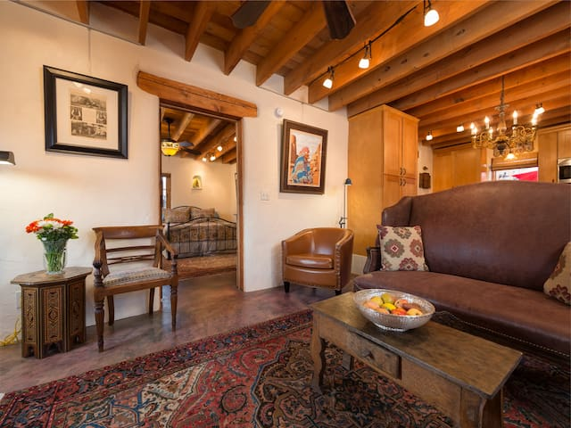 Desert Breeze - Delightful Adobe in the Railyard - Work Remotely in Santa Fe!