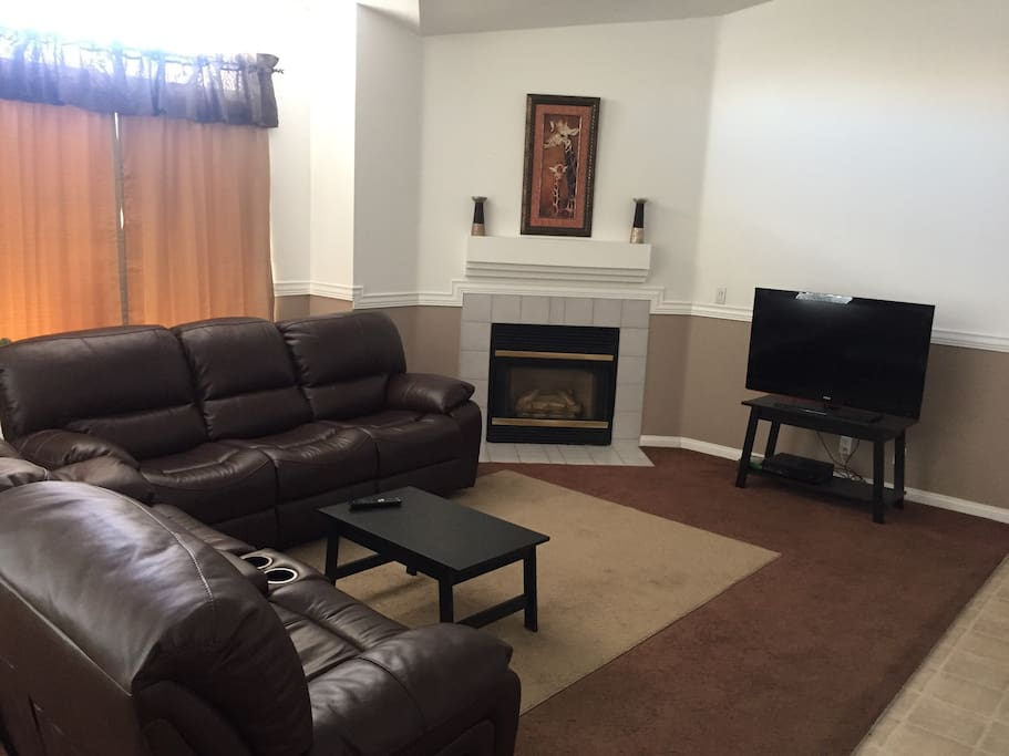 Spacious living space , fireplace, couch & loveseat reclining, 46 inch tv, WiFi