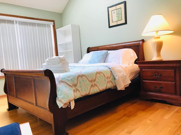 Downers Grove Private room with Queen bed (4)
