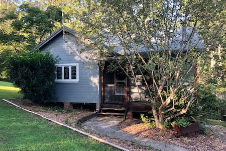 Gypsy Falls Retreat - Litoria Cottage (20 acres)