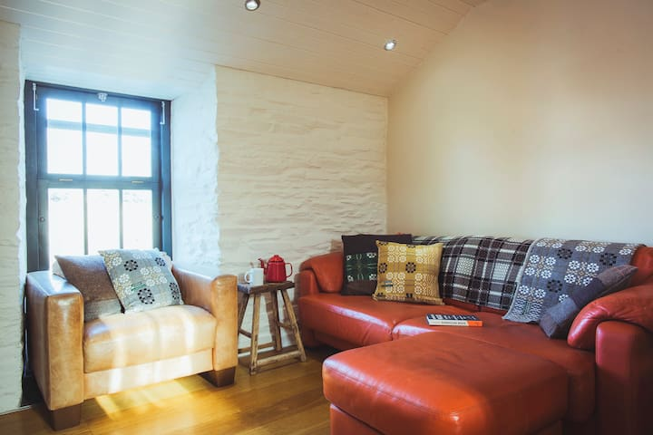 Luxury Riverside Apartment in Cardigan Town Centre