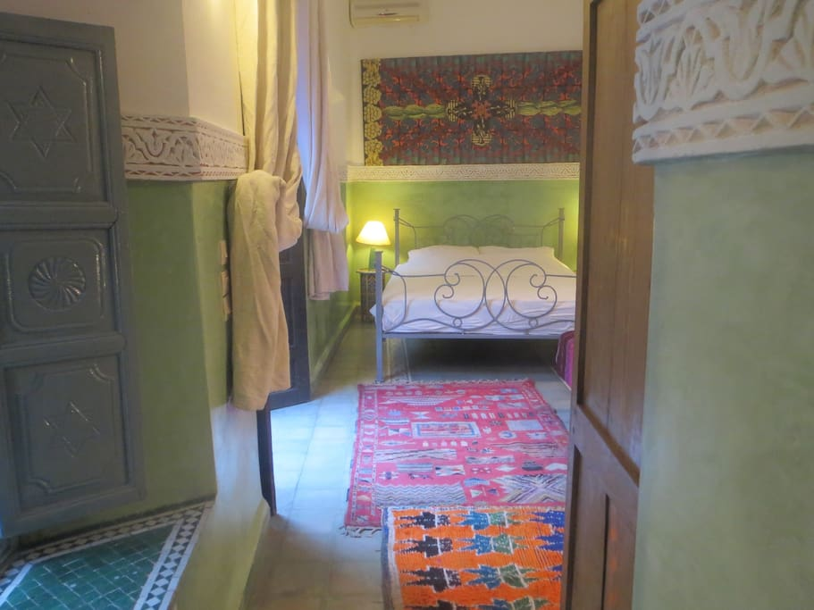 Riad maizie sunny green family room chambres d 39 h tes for Chambre 13 film maroc