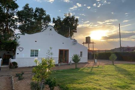 Romantic vintage cottage, views across vineyards.