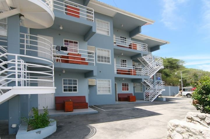 Mambo Hill Youth & Dive Apartments #1