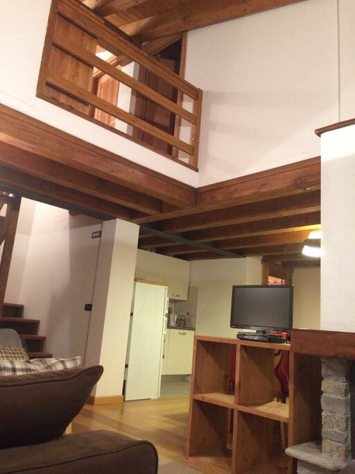 Scala interna e cucina - Internal stairs and kitchen