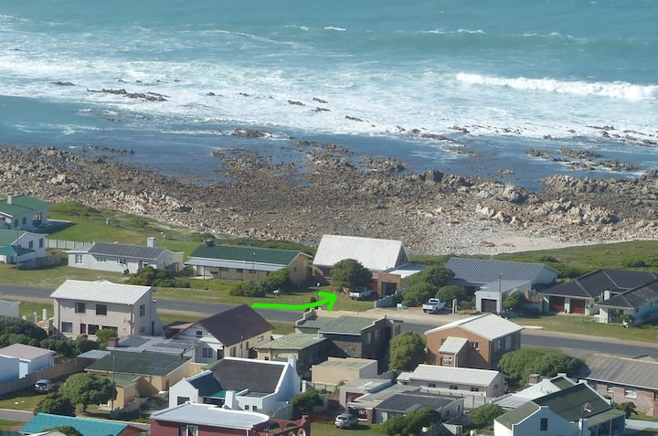 Agulhas - Tip of Africa Seafront Cottage & Annex