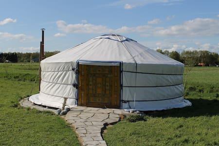 Mobo Yurt een unieke manier van overnachten. - Jurta