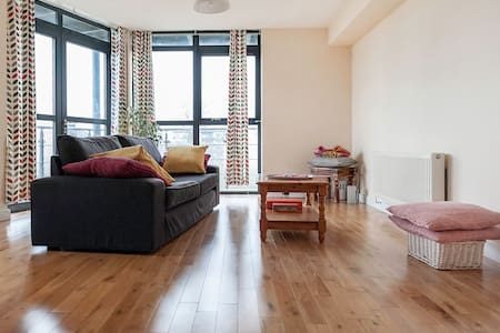 Double Room in Leafy Neigbourhood with Park View - Santry