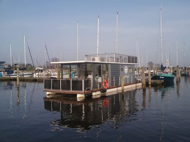 Perfect comfortable houseboat.