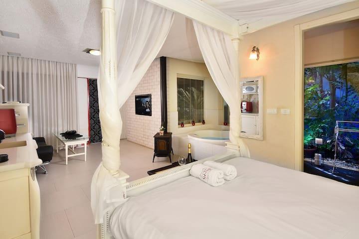 Eden's modern suite
