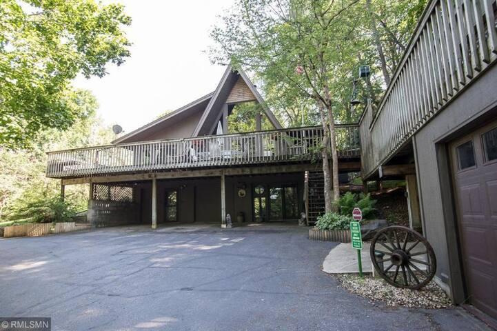 Treehouse: 4.5 acre sanctuary views of Sugar Lake