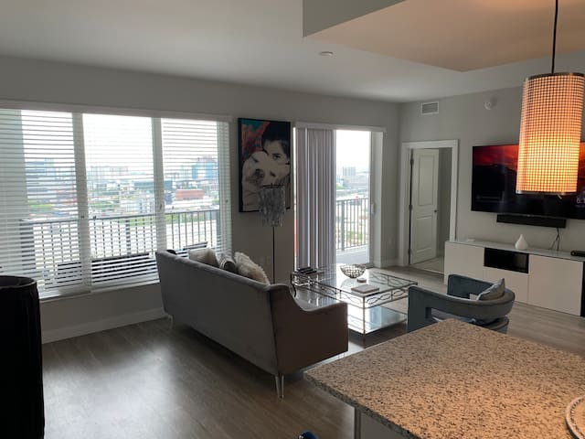 Luxury 18th Floor 2/2 Newest Building Channelside
