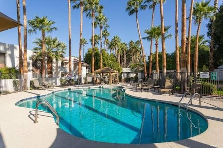 Heart of Scottsdale, Sparkling Pool & Large Patio