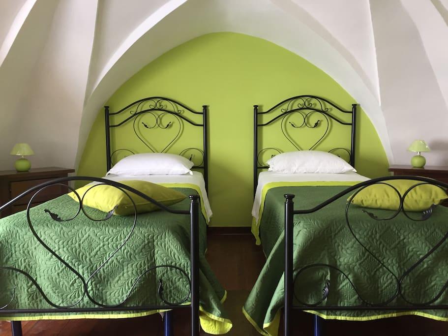 Soppalco con Camera da letto in arte povera, volte a stella.