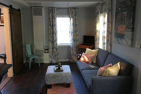 Lake cottage close to the track! - Saratoga Springs - Hus