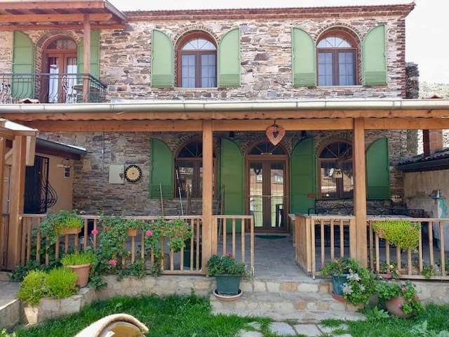 Authentic village experience in a stone house!