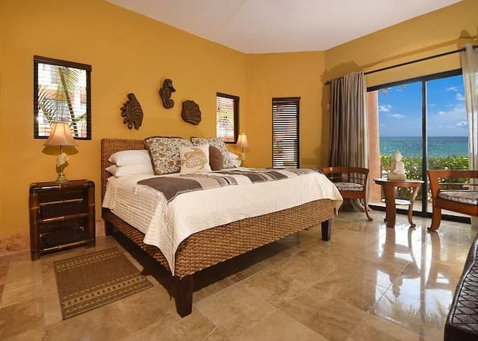 HUGE MASTER SUITE WITH OCEAN VIEWS AND PRIVATE ENTARACE
