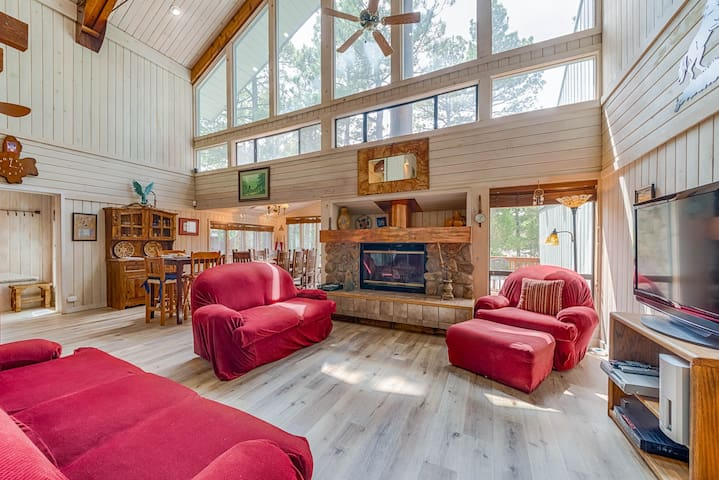 Alto Chalet, 3 Bedrooms, Sleeps 6, Hot Tub, Media Room, Jetted Tub