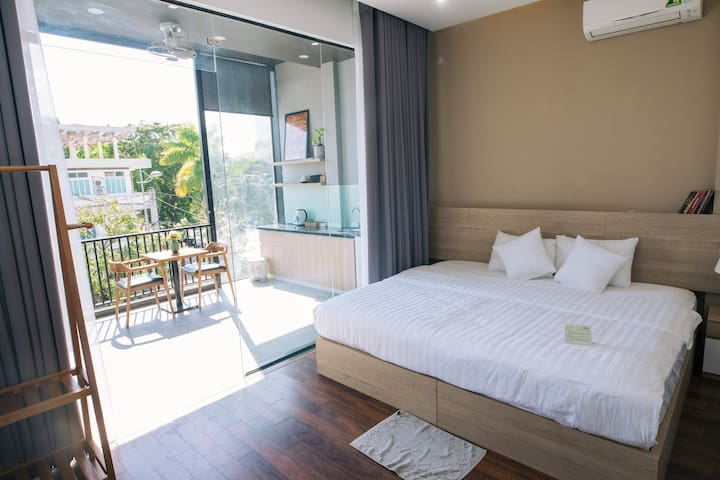 Full-furnished Deluxe Room with  a  small refreshing Balcony and a tiny private Kitchen