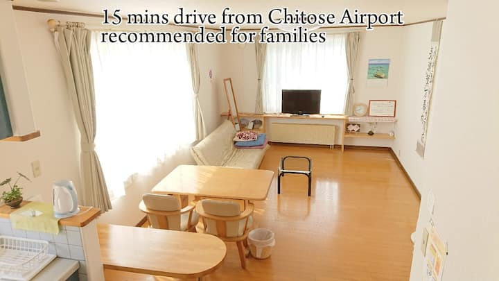 UP TO 5 PPL! 15MINS FROM THE AIRPORT! FREE PARKING