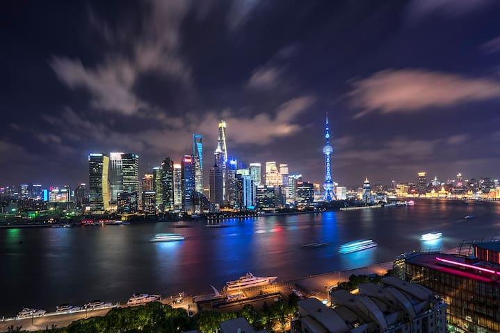 【The bund view】一览浦江两岸景观,超大130平2房,紧邻地铁站,可步行至外滩