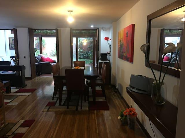 Casa en el Poblado completamente dotada - Medellín - House