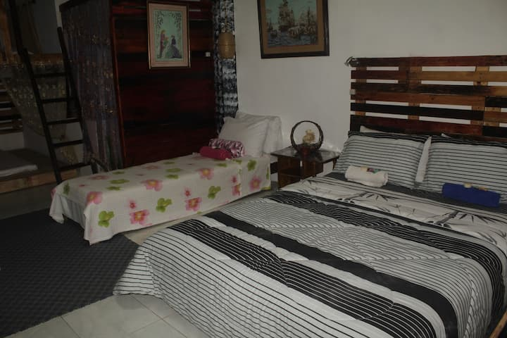 Maraño's  Home:Family Room1Aircon(2-8pax Php 3750)