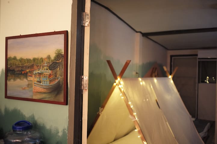 'Baan Chuen' artsy homestay in downtown/ Boho Camp