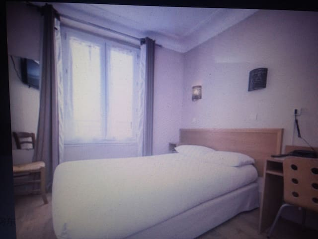 Double room with shared bathroom - Aix-en-Provence - House