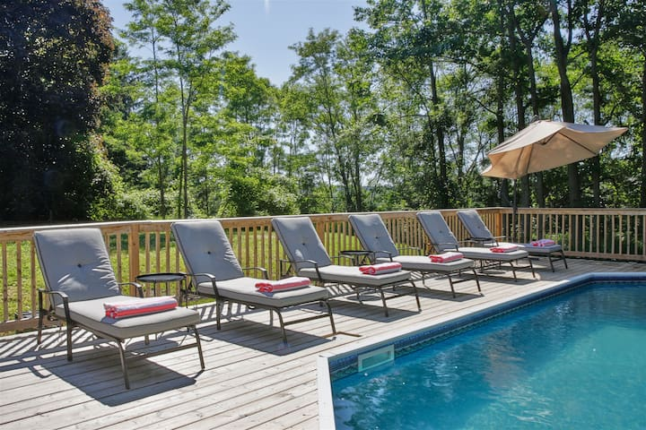 The Carrington - Large Pool Property in Prince Edward County