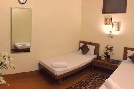 Comfort Stay Near Delhi Airport - Szoba reggelivel