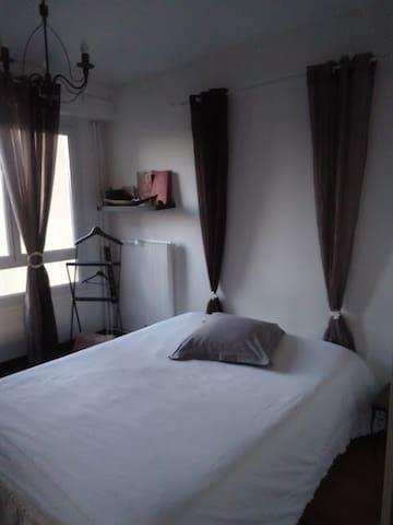 Chambre meublée dans appartement spacieux