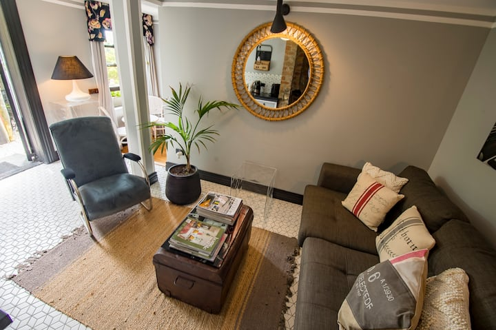 Enchanting Harbourmaster Apartment in Russell