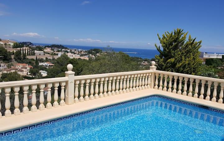 Villa Ginjol - con vista espectacular y piscina
