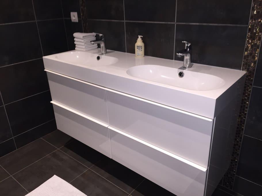 suite parentale de 25m2 moderne houses for rent in bains sur oust bretagne france. Black Bedroom Furniture Sets. Home Design Ideas