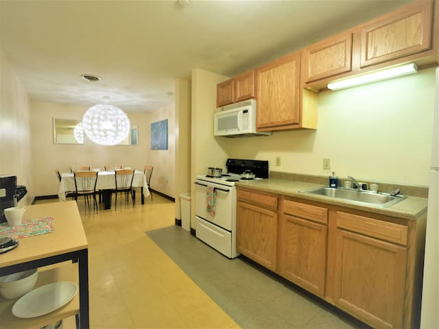 2 Bedroom/2 Bath Downtown | Sleeps Six | Walkable