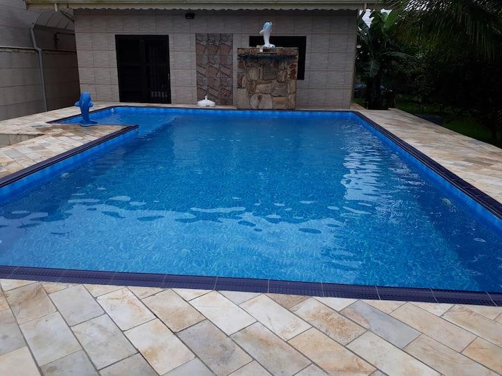 Casa alto padrão com piscina e pomar c/ frutíferas