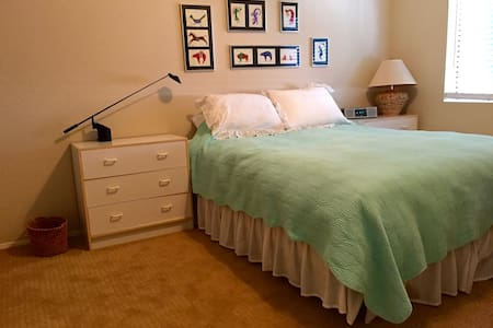 Cozy, quite B & B, near shops & bus - Encinitas