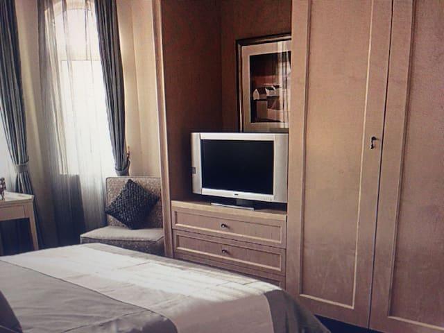 簡單古老的翻新房.房子雖然古老但是裝修開始很時尚的.舒適整潔